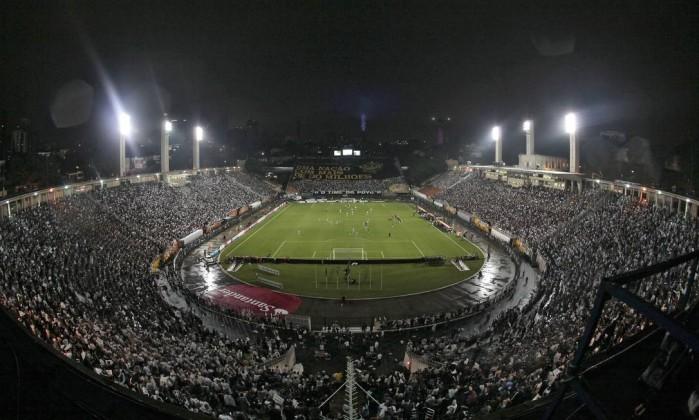 O Pacaembu ficou lotado para a semifinal da Libertadores AFP