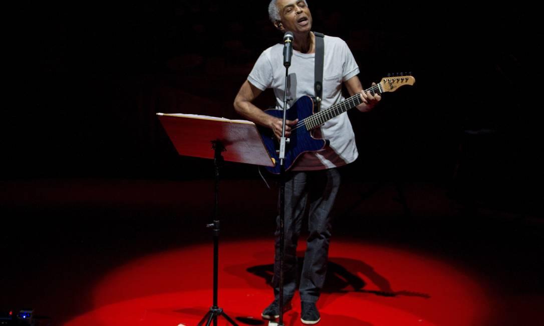 Show do cantor e compositor Gilberto Gil fechou a programação desta quinta-feira doo evento Humanidade 2012 no Forte de Copacabana Foto: Guito Moreto / O Globo