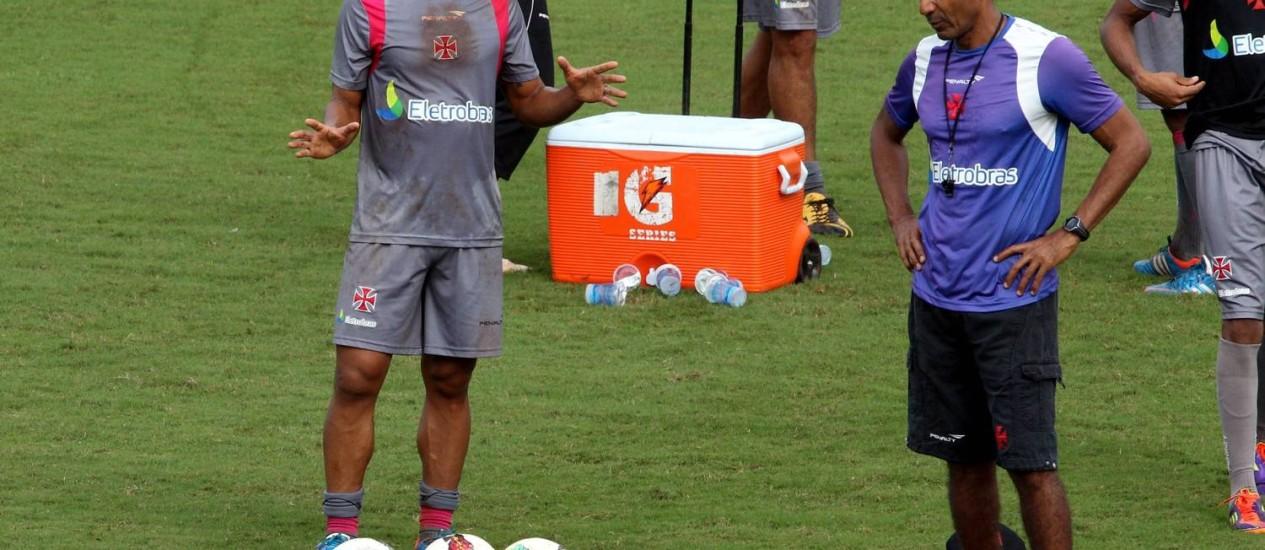 Com a ausência de Juninho, Felipe pode voltar ao meio-campo do Vasco Foto: Cezar Loureiro / O Globo