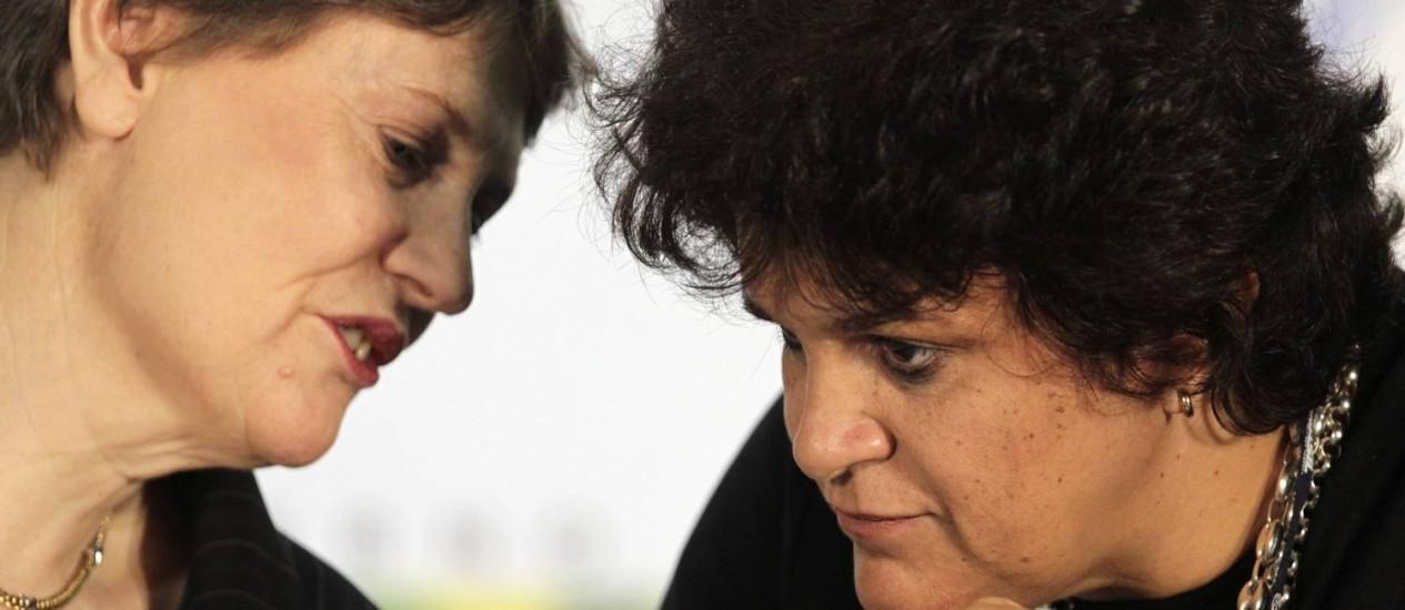 A administradora do Pnud, Helen Clark, com Izabella Teixeira: ministra rebateu as críticas ao texto e anunciou centro de sustentabilidade no Rio Foto: Reuters / Sergio Moraes