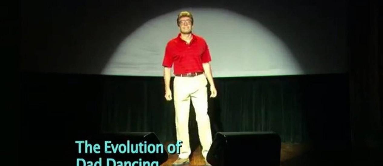 Jimmy Fallon fez piada com a dança desengonçada típica dos pais Foto: Reprodução