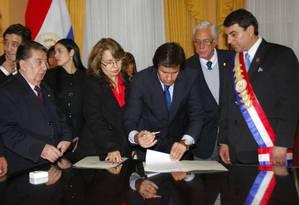 O novo presidente Federico Franco nomeia os ministros Carmelo Caballero e Jose Felix Fernandez Estigarribia (esquerda) Foto: Gustavo Segovia