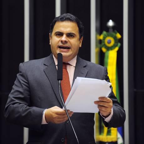 João Carlos Bacelar em plenário: confrontado com os dados,o deputado preferiu nem tentar se explicar Foto: Renato Araújo (22.06.2012) / O Globo