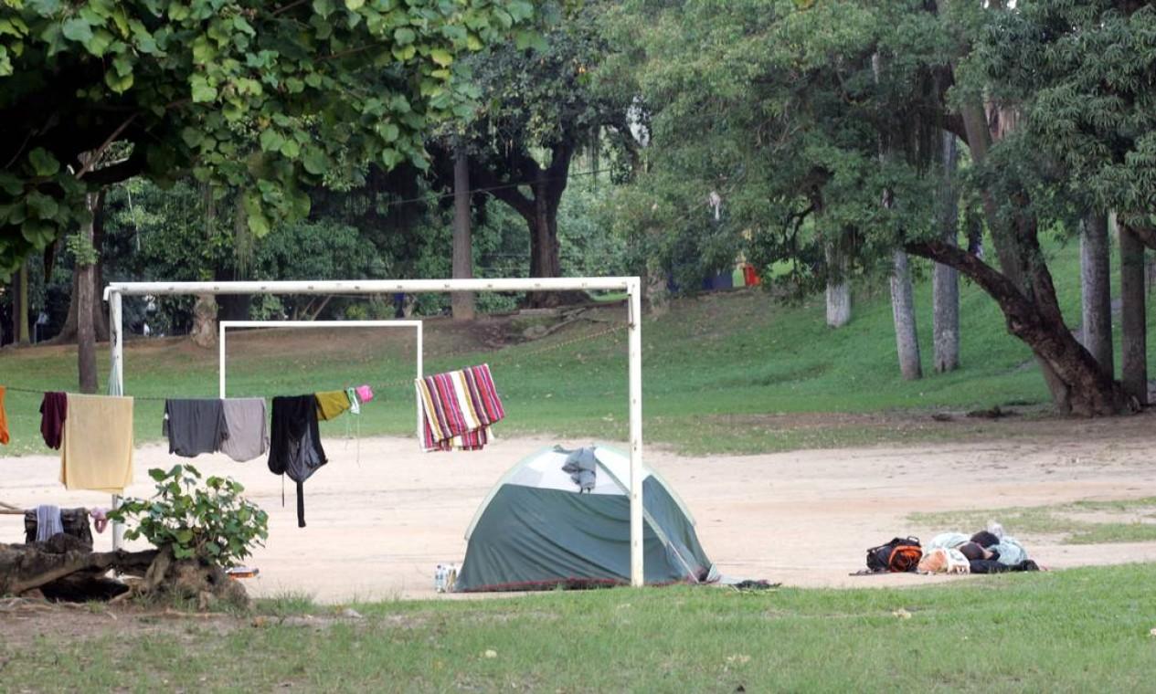 Área plana do campinho de futebol Foto: Pedro Teixeira / O Globo
