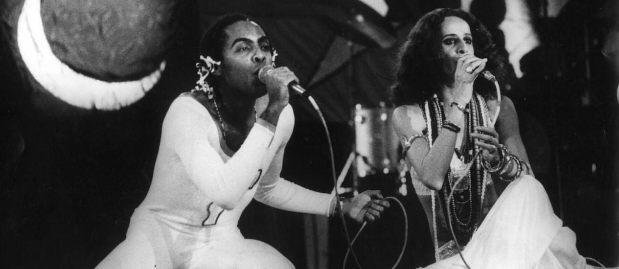 Gilberto Gil e Maria Bethânia na estreia dos Doces Barbardos, no Canecao (1976) Foto: Antônio Ney