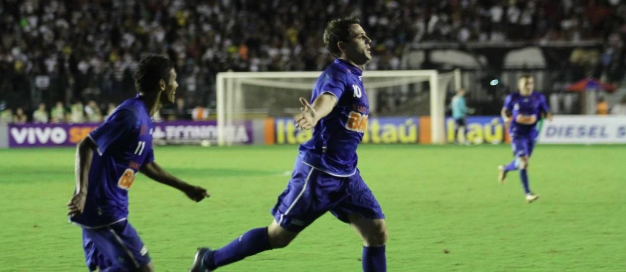 Montillo comemora o primeiro gol do Cruzeiro Foto: Reginaldo Pimenta / O Globo/Extra