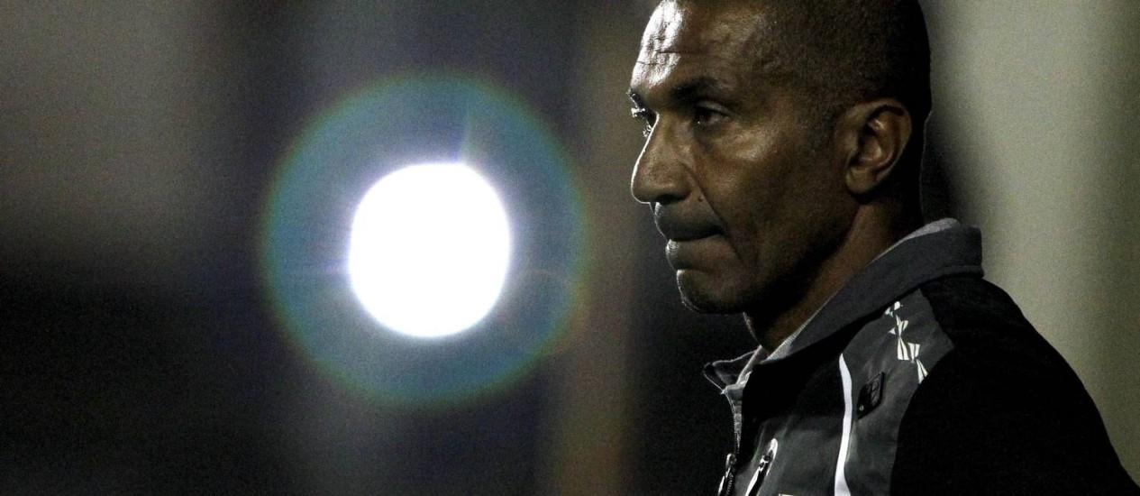 Cristóvão Borges desolado na derrota para o Cruzeiro Foto: Bruno Gonzalez / Extra