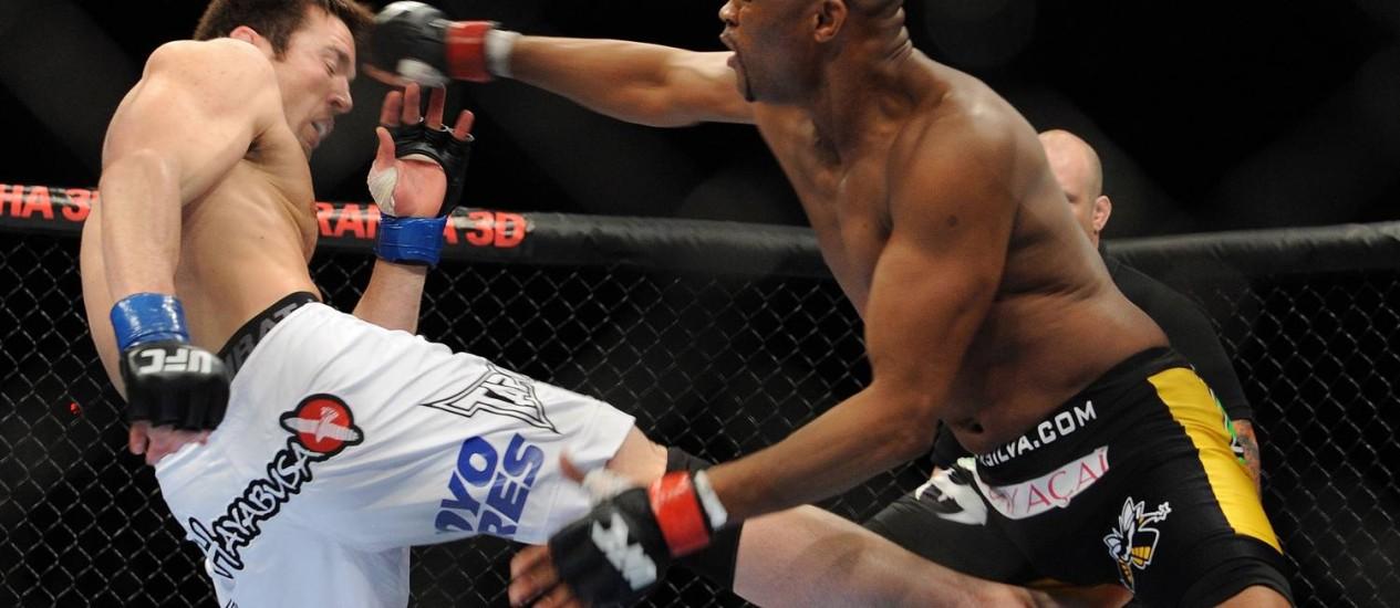 Anderson e Sonnen na primeira vez em que se enfrentaram: rusgas desde 2010 Foto: UFC / Divulgação