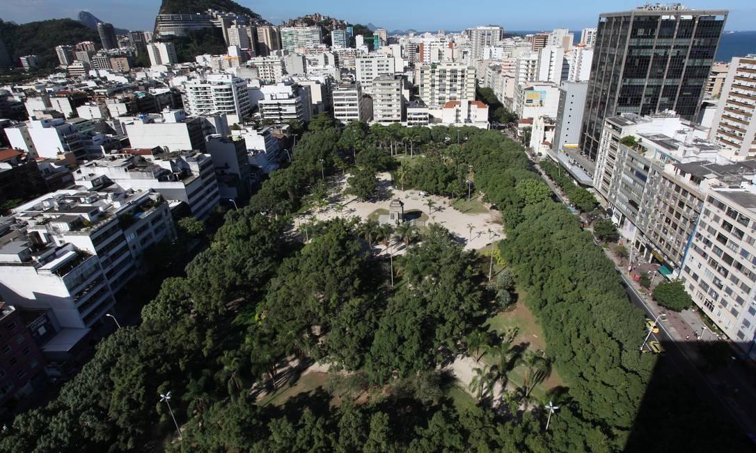 Praça Nossa Senhora da Paz, em Ipanema, onde ficará uma das novas estações da Linha 1 do Metrô Rio Foto: Simone Marinho / O Globo