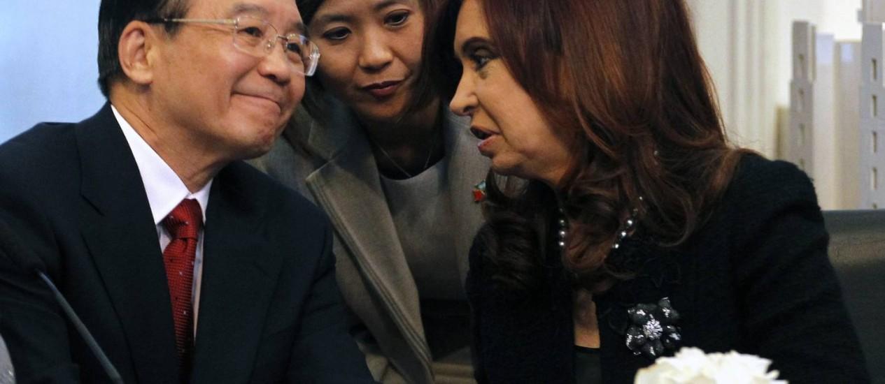 Wen Jiabao conversa com Cristina Kirchner: Paraguai fica fora da videoconferência entre Mercosul e China Foto: Reuters