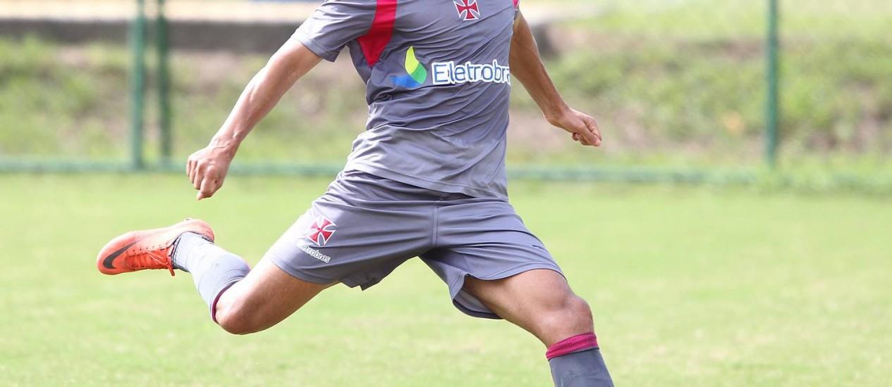Éder Luís deixou o treino do Vasco reclamando de cansaço Foto: Ivo Gonzalez / Agência O Globo