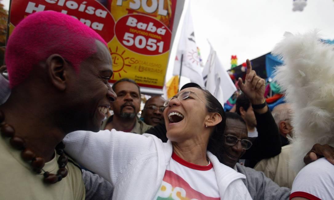 No ano de eleição presidencial, em 2006, Heloísa Helena, então candidata do PSOL à presidência, marcou presença na festa de Copacabana Foto: Márcia Foletto (arquivo) / O Globo