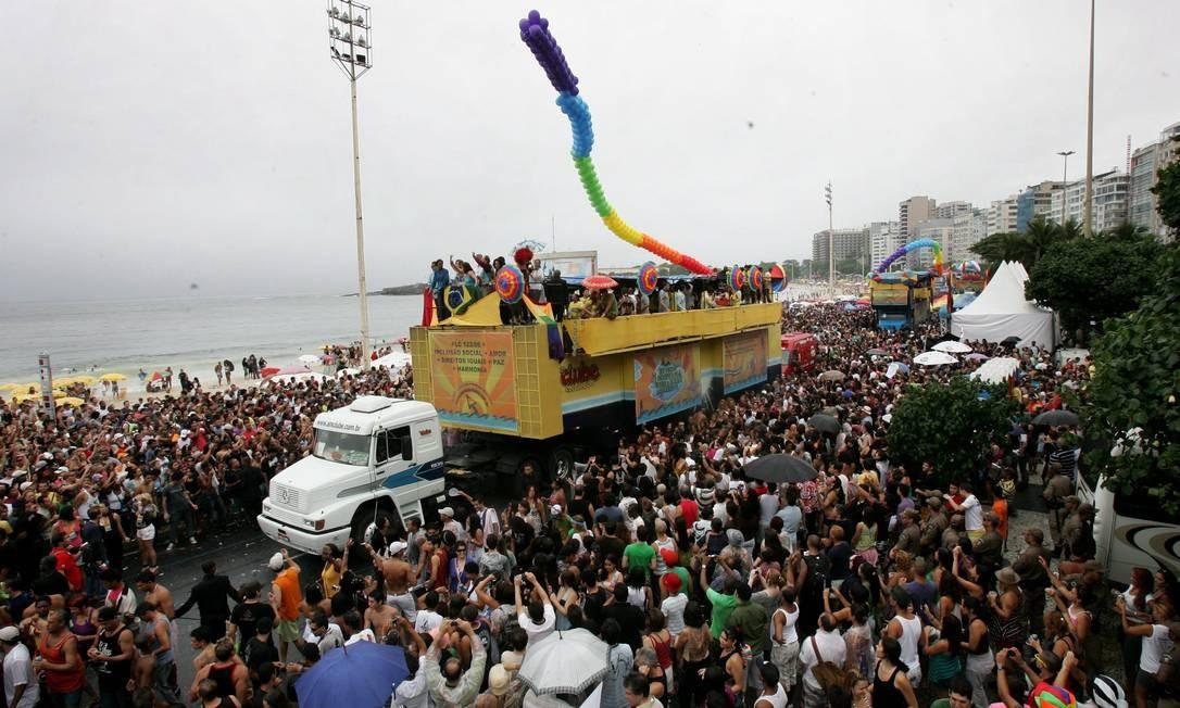 A orla de Copacabana lotada durante a parada que aconteceu em 2009 Foto: Marcelo Piu (arquivo) / O Globo