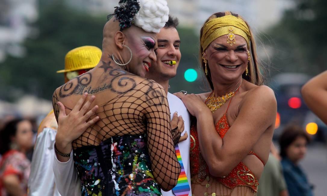 Sempre animados, a festa também foi grande em 2010, quando bateu recorde de público e reuniu mais de 1,5 milhões de pessoas na orla da Zona Sul Foto: Pedro Kirilos (arquivo) / O Globo