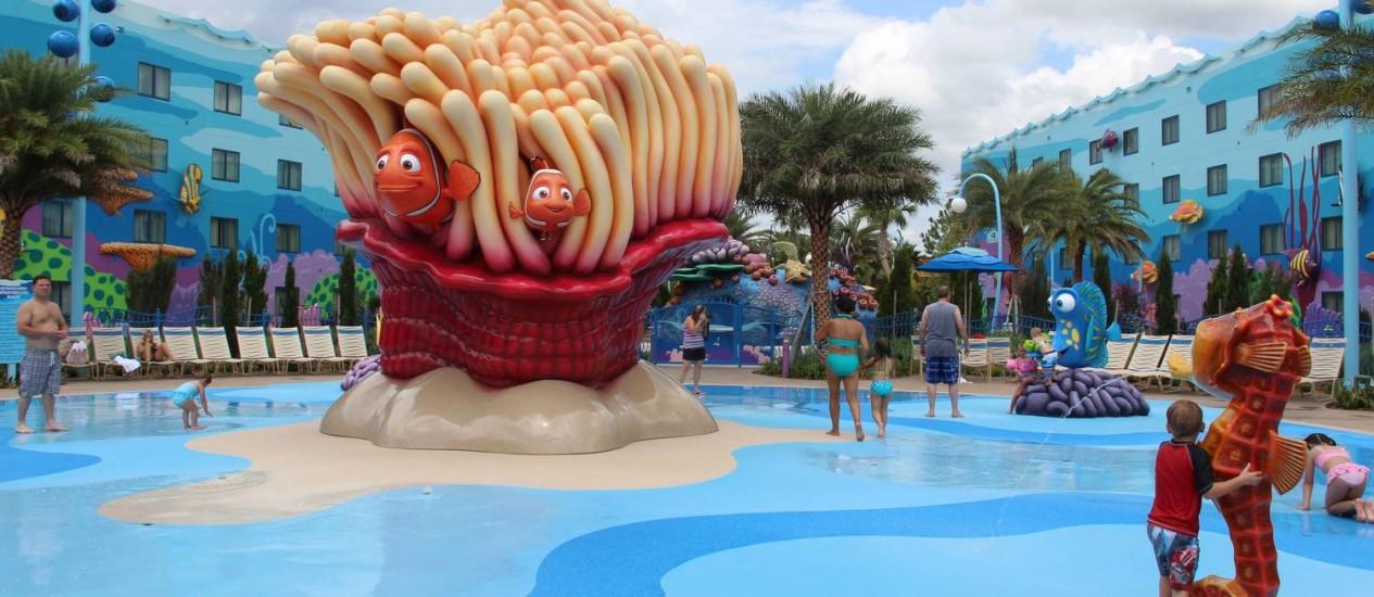 Na praia com Nemo: piscina no Disney's Art of Animation Resort, inspirado no universo dos filmes de animação Foto: Bruno Agostini / O Globo