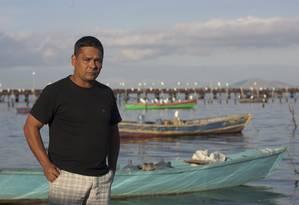 """O pescador Alexandre Anderson de Souza: """"Todos estão chocados"""" Foto: Rafael Andrade / O Globo"""