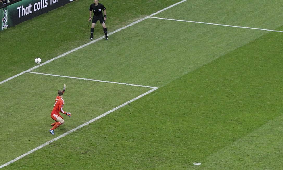 Naur não conseguiu evitar o segundo gol, também no primeiro tempo Reuters