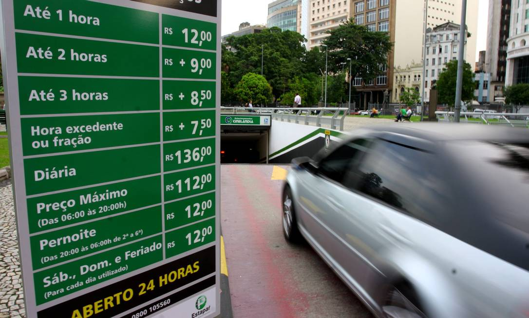 Deputados querem regular informação sobre preços cobrados por estacionamentos privados Foto: Freelancer / Agência O Globo