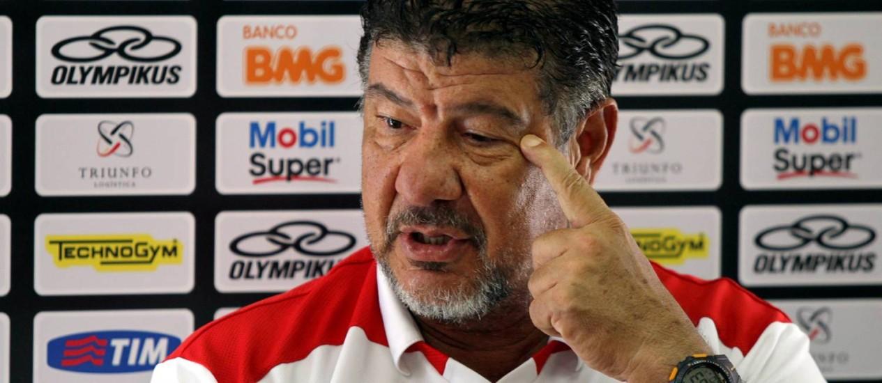 Joel Santana deu declarações firmes após o treino do Flamengo desta sexta Foto: Cezar Loureiro