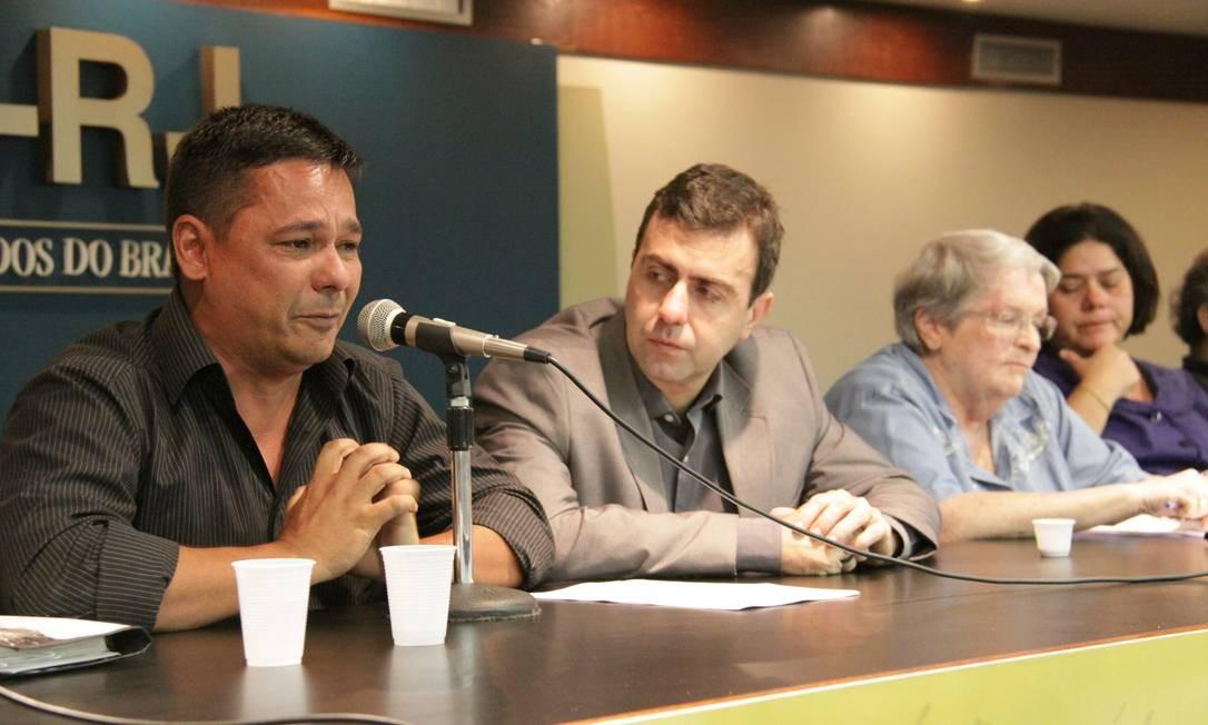 Alexandre Anderson, presidente da Associação Homens do Mar da Baía de Guanabara (Ahomar), na OAB, ao lado do candidato à Prefeitura do Rio Marcelo Freixo Foto: Divulgação