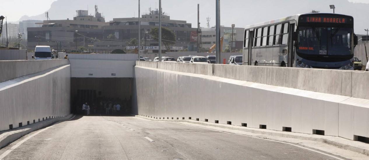 O MERGULHÃO Cidade das Artes, inaugurado neste sábado (30/06), tem 670 metros de extensão e 8m de largura e é parte da primeira fase do corredor expresso Barra-Aeroporto Internacional Foto: Marcos Tristão / O Globo