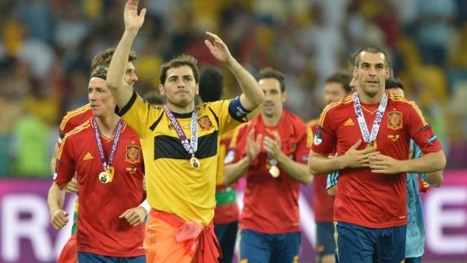 ae202fef34 Os jogadores da Espanha comemoram o terceiro título europeu da Fúria Foto   Gabriel Bouys