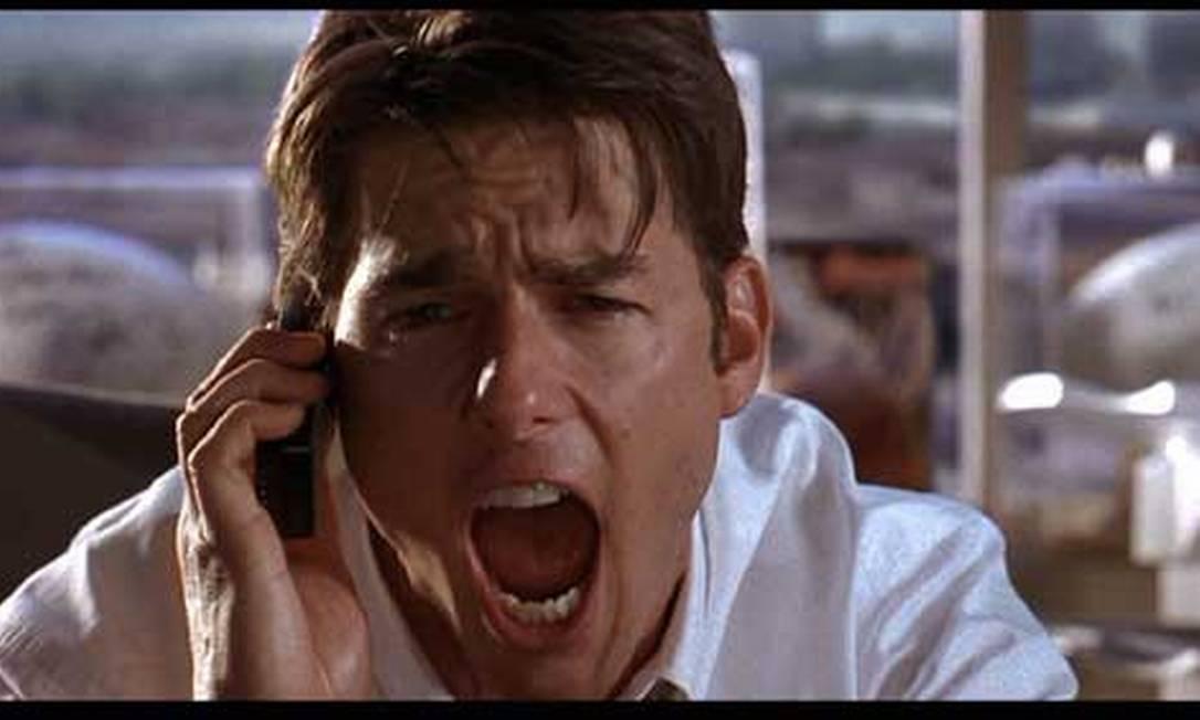 """Depois do herói de ação, Cruise aparece na comédia romântica """"Jerry Maguire - A grande virada"""", de Cameron Crowe. Como um desiludido empresário de jogadores de futebol americano, ele precisa adminstrar a carreira de Cuba Gooding Jr. enquanto tenta conquista a mãe solteira Reneé Zellweger. Pela atuação, ganha um Globo de Ouro e sua segunda indicação ao Oscar. Reprodução"""