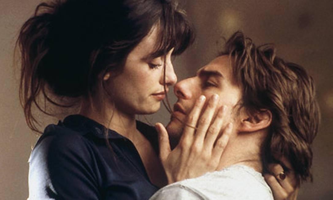 """Em fevereiro de 2001, Cruise se separa de Nicole Kidman, após dez anos de casamento. No mesmo ano ele começa um relacionamento com a atriz Penélope Cruz, que conhece nas gravações de """"Vanilla Sky"""", refilmagem do filme espanhol """"Abre los ojos"""", de Alejandro Amenábar. Reprodução"""