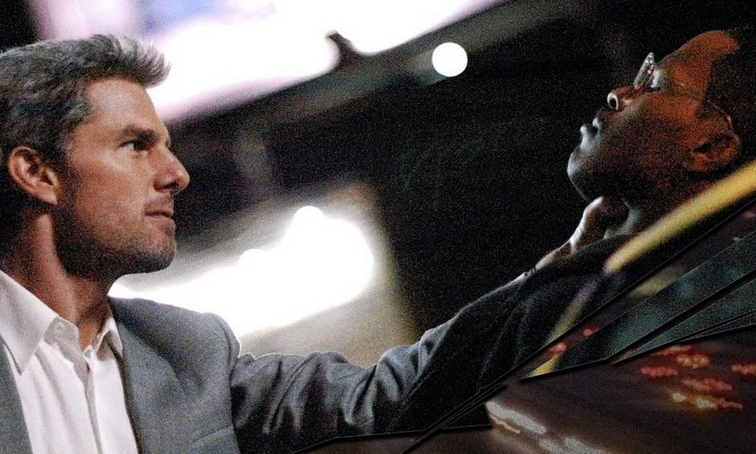 """Em """"Colateral"""", de Michael Mann, Cruise faz um raro papel de vilão. Como o frio assassino Vincent, ele sequestra o taxista Max Durocher (Jamie Foxx), após ser surpreendido por um imprevisto durante um trabalho. Nesse mesmo ano, em 2004, o ator termina seu relacionamento com Penélope Cruz. Reprodução"""