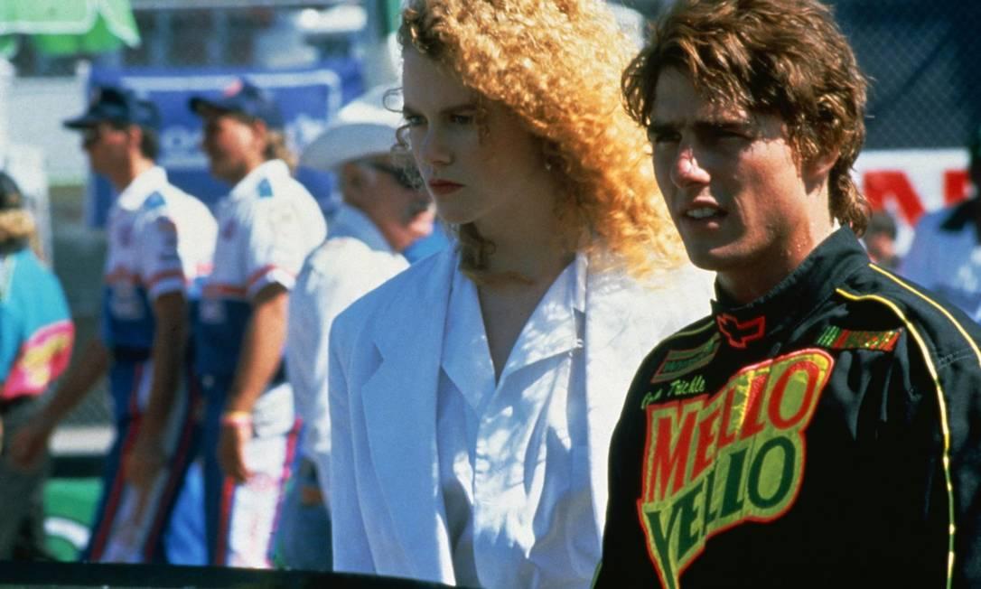 """Em 1990, Tom volta a trabalhar com Tony Scott em """"Dias de trovão"""" (""""Days of thunder""""), dessa vez como um talentoso piloto de Nascar. Nesse filme ele contracena com Nicole Kidman, por quem se apaixona. O ator se divorcia de Mimi Rogers em 4 de fevereiro e casa com Nicole em 24 de dezembro Reprodução"""