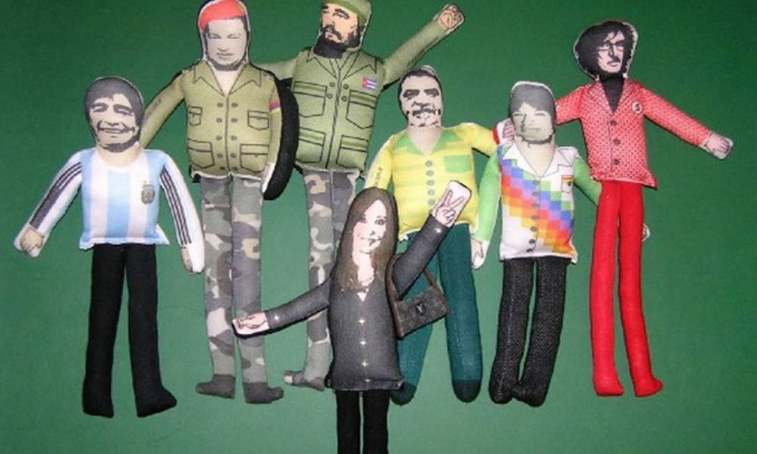 Cada boneco custa cerca de 65 pesos argentinos, o que equivale a aproximadamente R$ 28,50 Divulgação internet / Mercado Livre