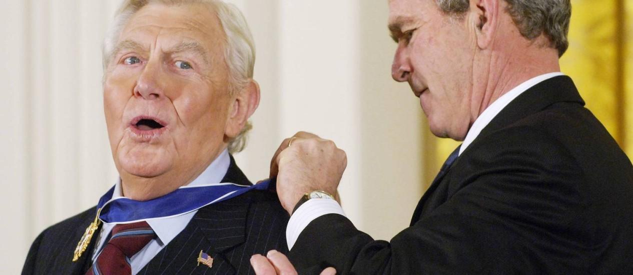 Andy Griffth recebeu, em 2005, a Medalha Presidencial da Liberdade, de George W. Bush Foto: AFP