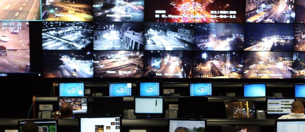 Centro de operações da prefeitura do Rio foi um dos principais fatores que contribuiram para a vice-liderança do município no ranking de cidades digitais Foto: Marcelo Carnaval / Agência O Globo