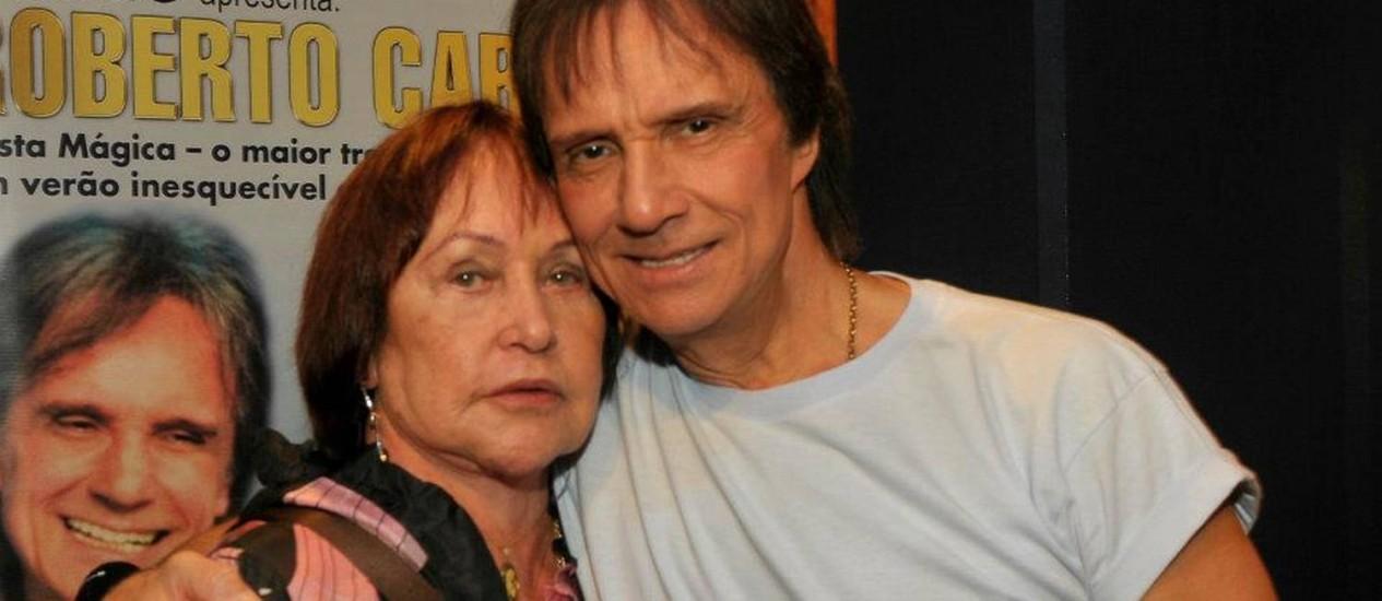 Ivone Kassu e o cantor Roberto Carlos Foto: Reprodução