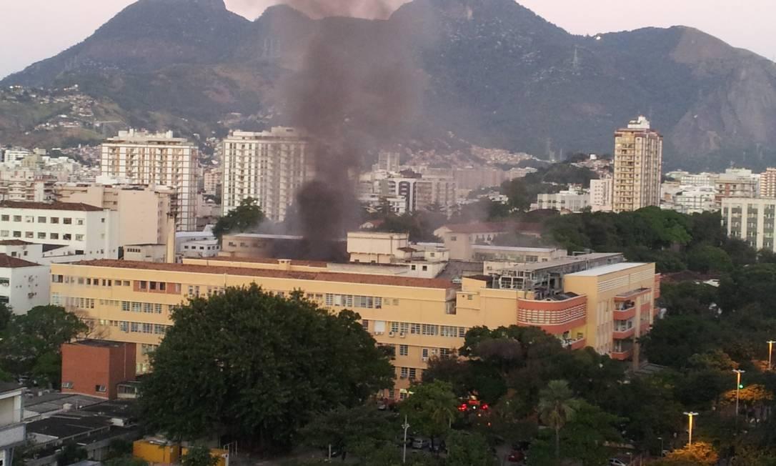 Pelo menos 80 bombeiros atuaram no combate ao fogo Foto do leitor Marcelo / Eu-Repórter