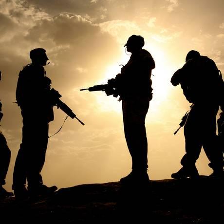 Membros da artilharia britânica em treinamento em 2006 Foto: JOHN D MCHUGH / AFP