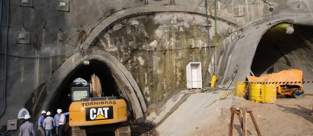 Canteiro de obras onde estão sendo construídos os três túneis previstos no Projeto Porto Maravilha Foto: Márcio Alves / O Globo