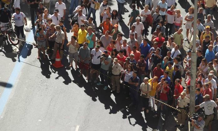 A CET-Rio fez um cordão de isolamento para o trabalho dos bombeiros Custodio Coimbra / O Globo