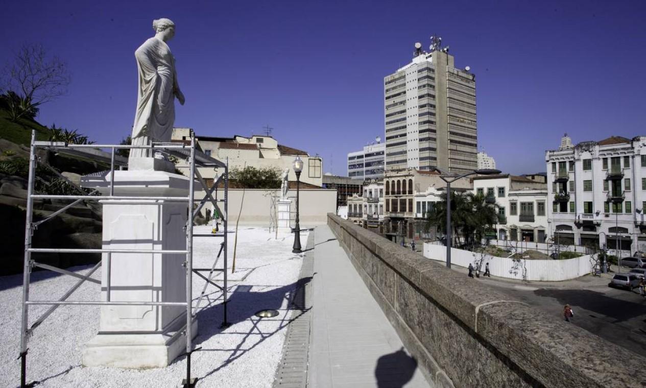 Jardim do Valongo recebe de volta estátuas de deuses gregos Foto: Daniela Dacorso / O Globo