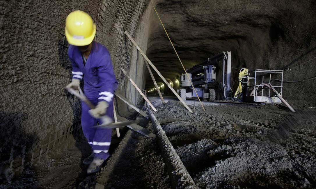 Túnel ferroviário deve ficar pronto dentro de um ano Foto: Daniela Dacorso / O Globo