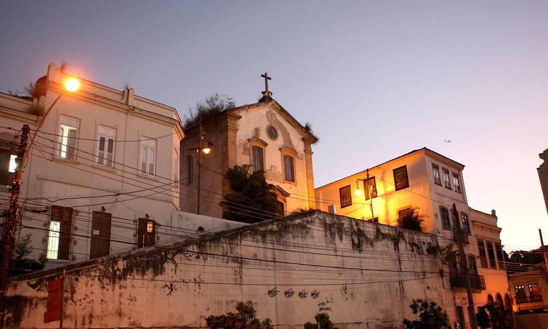 Igreja de São Francisco da Prainha, do século XVIII, embeleza o alto do Morro da Conceição Foto: Angelo Antônio Duarte / O Globo