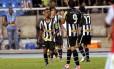 Cidinho comemora seu segundo gol na vitória do Botafogo sobre o Bahia