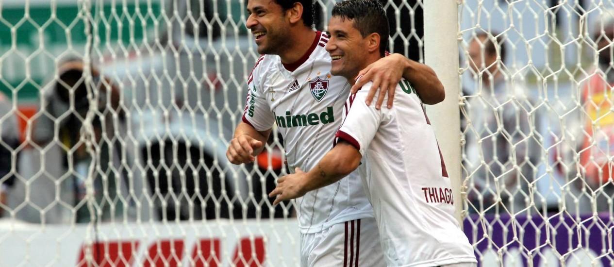 Fred comemora com Thiago Neves após abrir o placar na vitória do Fluminense sobre o Flamengo no clássico do centenário Foto: Cezar Loureiro / Agência O Globo