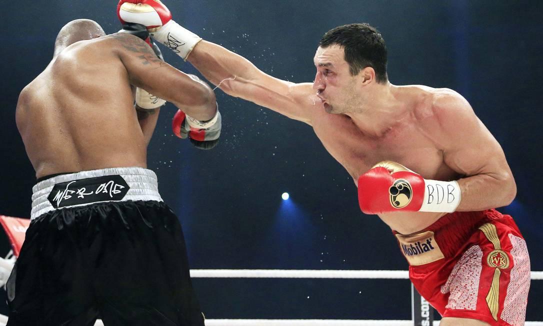 O ucraniano Wladimir Klitschko golpeia Tony Thompson em julho deste ano: campeão dos pesos pesados Alessandro Della Valle / AP