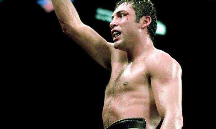 Oscar de la Hoya, americano de origem latina, foi uma lenda do boxe profissional e conquistou o ouro olímpico em Barcelona-1992 Arquivo / AFP