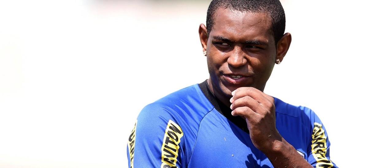Jóbson deixou o Barueri e agora procura um time da Série A Foto: Alexandre Cassiano/Arquivo O Globo