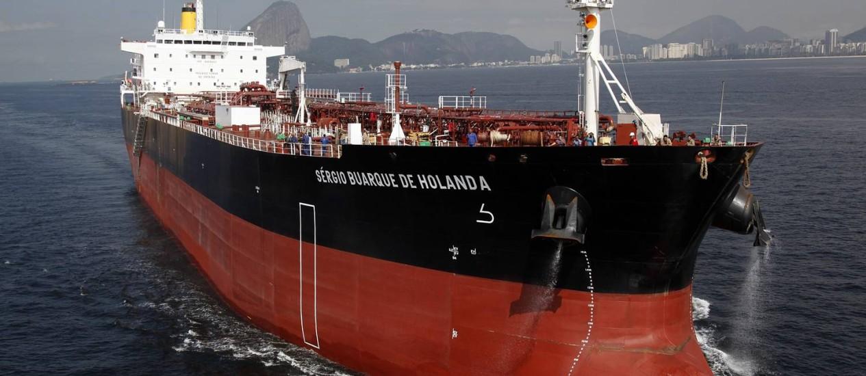Lobão participou da cerimônia de entrega do navio Sérgio Buarque de Hollanda à Transpetro Foto: Agência Petrobras