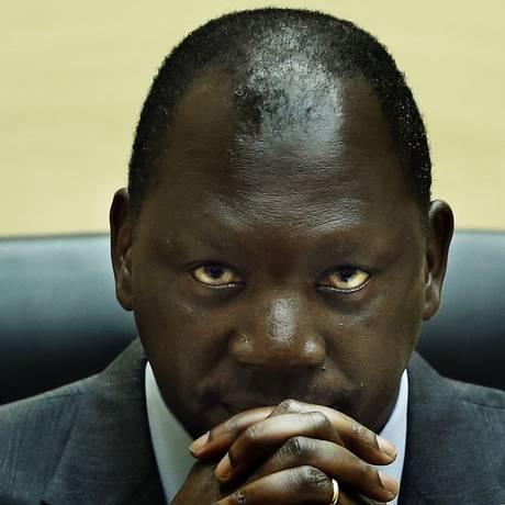 Thomas Lubanga escuta a leitura de sua sentença de 14 anos de prisão em audiência do TPI Foto: JERRY LAMPEN / AFP