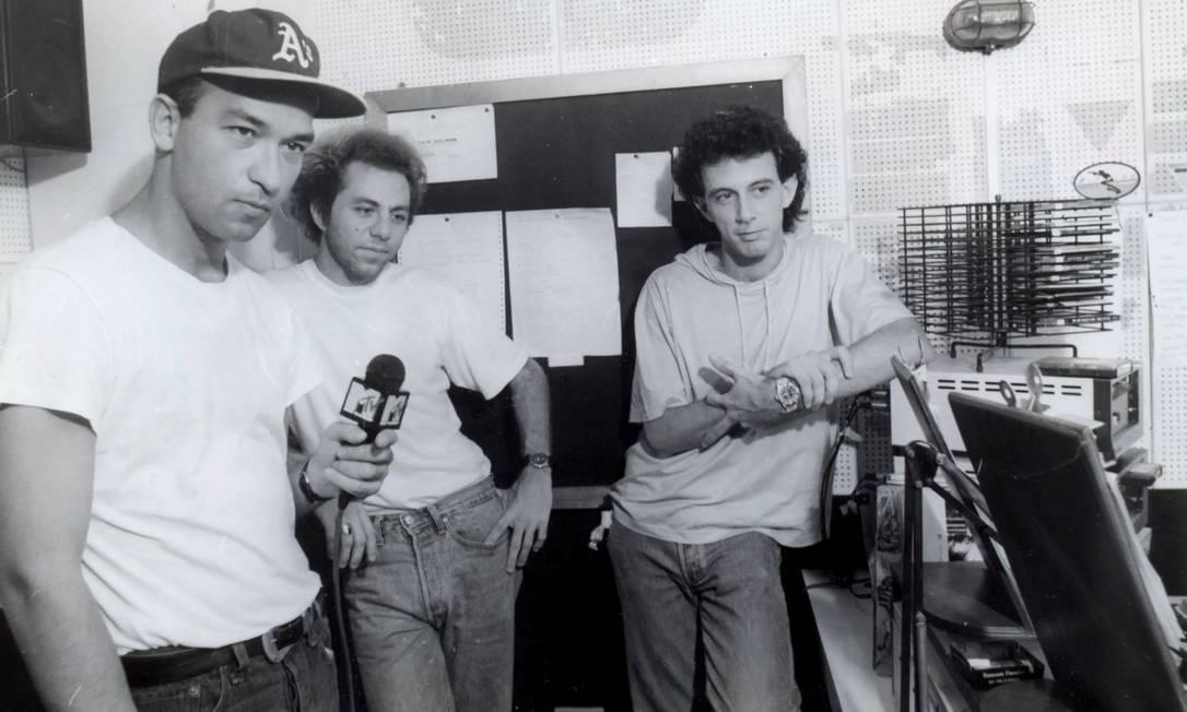 Herbert Vianna, Bi Ribeiro e Barone em visita à Fluminense FM em 1991 Foto: Divulgação