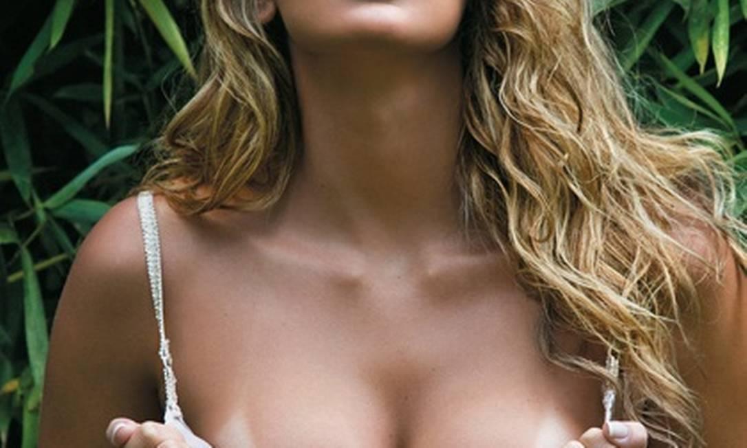 A jogadora de vôlei Mari Paraiba é a estreia da edição deste mês da revista Divulgação / Playboy